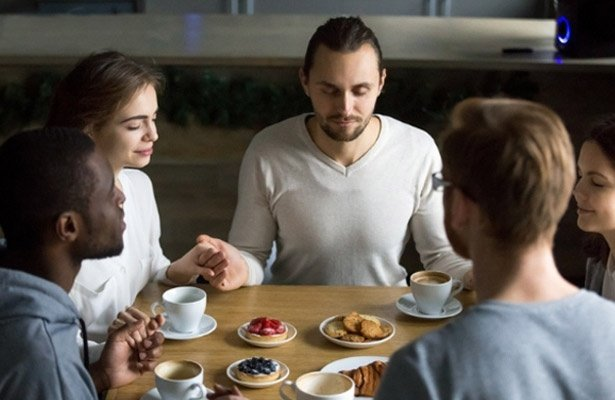 Saying Grace: 10 Inspiring Mealtime Prayers to Share With Family